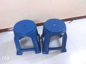 Plastic chair with 2stools and a small plAstic