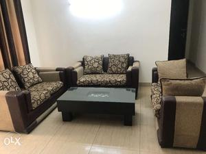 6 seater sofa set with center table. Excellent