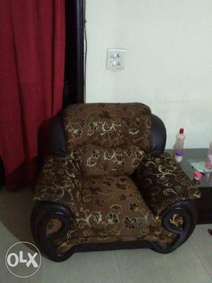 3 plus 2 sofa on sale on as is basis.in indrapuram