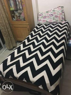 Single bed with mattress 6 ft by 2.9ft pickup
