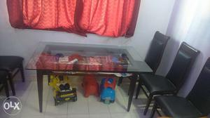 6 seater dining table. Dining table cloth worth