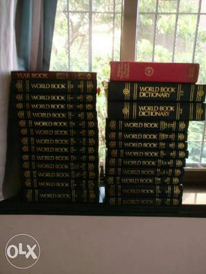 Full book set of Encyclopedia in good condition.