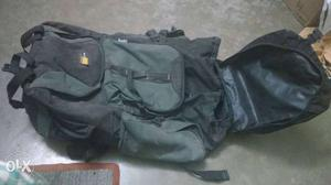 Season full size bag.with 5 big pockets and about