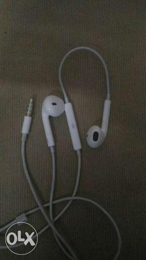 Original Apple iphone 6s earphones 2 months old
