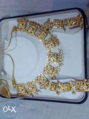 Artificial moti gold set available