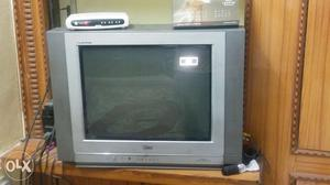 Lg tv flatron 7 years old with good conditon
