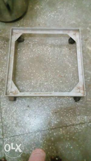 Top Load washing machine stand in good condition