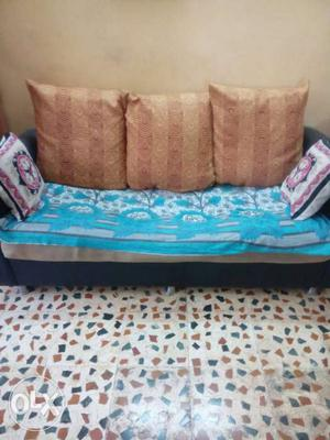 3+2+1 luxurious sofa set hardly 5 yrs.old. with 5