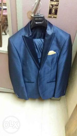 This a brand new two piece suit by park avenue.