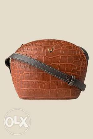Its a Brand new Branded Hidesign pure leather