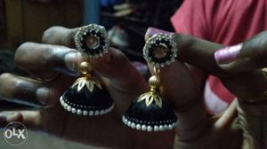 Handmade craft ear ring available in different first hand