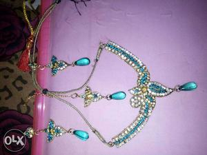 Necklace set in very good condition used once