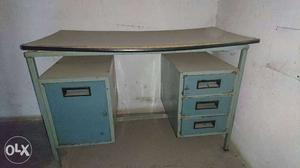Iron office/computer table in good condition