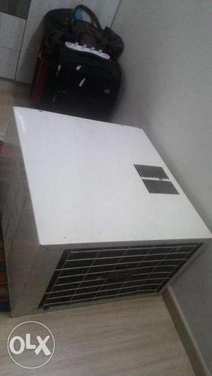 1.5 ton Carrier window AC in excellent working condition