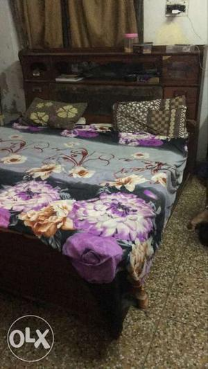 King size bed with drawers and carry bed in very