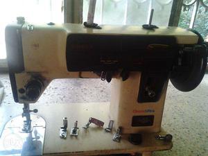 Sewing machine 'Singer Classic Ultra'