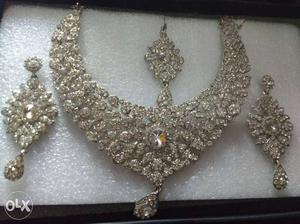 American diamond necklace with bindi and one pair