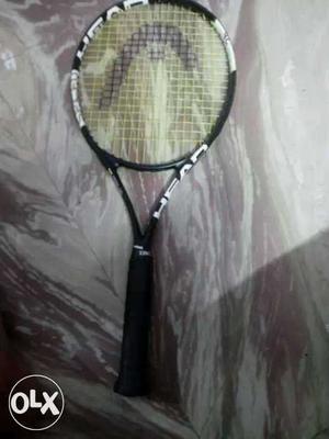 White And Black Tennis Racket Screenshot