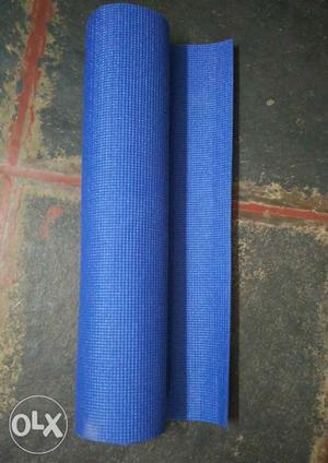 Brand new 6mm yoga mat.