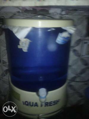 White And Blue Aqua Fresh Water Tiler