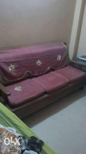 A good quality 5 seater sofa set with sofa cover
