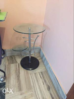 Side table good condition