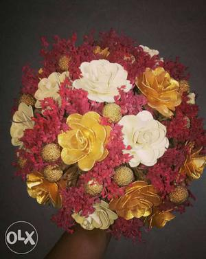 Yellow And White Petaled Flower Bouquet