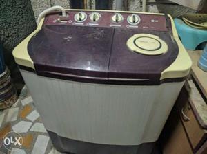 LG semi automatic 9 kg washing machine available