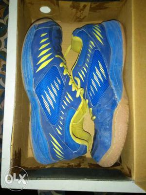 NiviA Gum sole shose for Bedminton. is in good