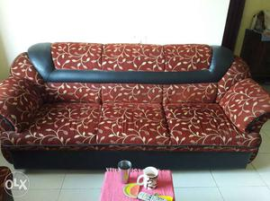 This is a 7 seater sofa set... about 6 yrs old