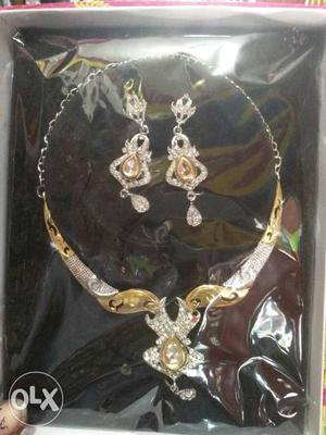 Gold-and-diamond Jewelry Set In Box