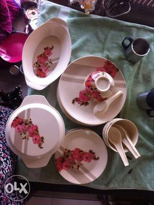 27 pcs original melamine dinner set. Excellent condition