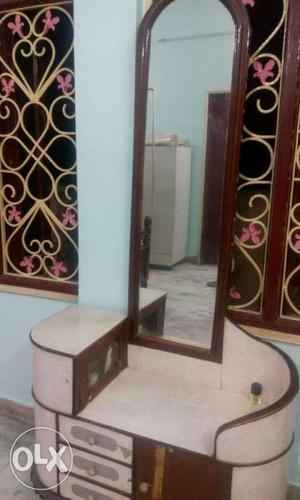 Dressing table made with very good wood. Price is