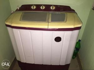 White And Red Twin Clothes Washer Dryer