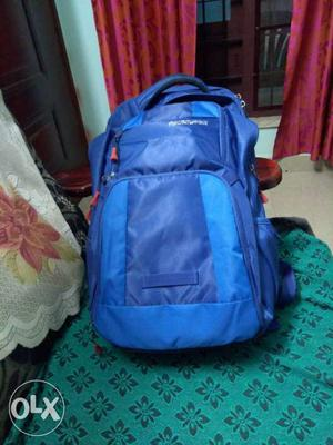American tourister laptop bag with rain cover