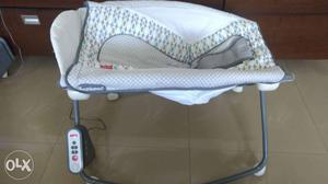 Fisher price infant baby rocker - auto rock n play
