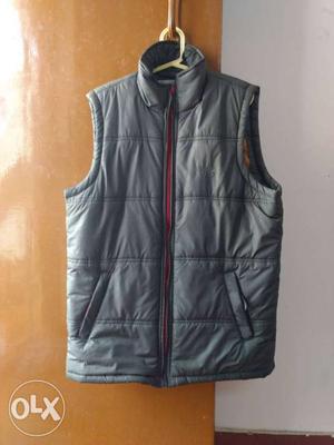 Waterproof half jacket for biking in an excellent L size