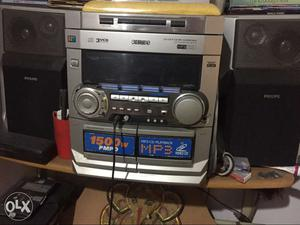 Gray Philips Home Stereo