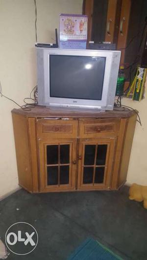 Serious buyers please. Only tv rs . Lg 21' flat good