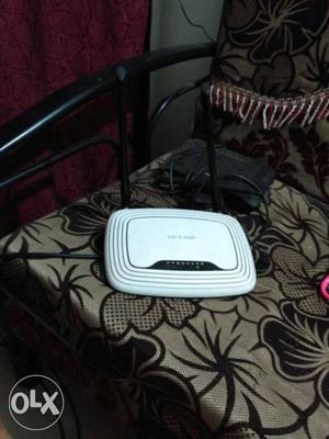 White And Black Tp-link Wireless Router