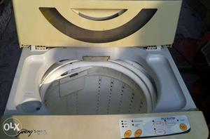 White Top Load Godrej smart wash Washing machine 5.5 Kg