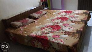 Double Bed with Mattress in Ghaziabad