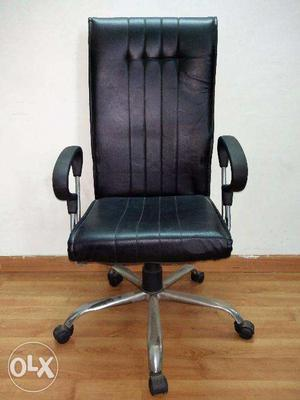Office chair with hand rests and full back support