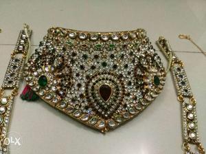 Dulhan Jewellery Set (Bridal Jewellery Set) It includes: