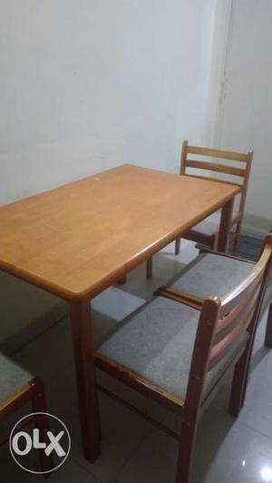 Dinning set with four setter