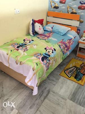 Home made kidz dewan with storage size 6*3 fts.only genune