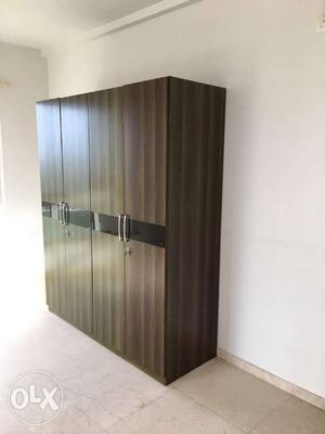 4 door wardrobe, good condition, with lock and