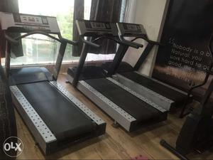Good commercial treadmill for sale in very good