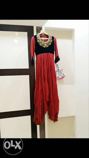 Its a pure Victorial dress with metal work