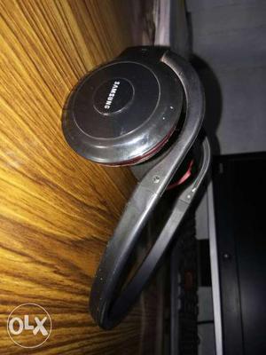 Black Samsung Wireless Bluetooth Headphones